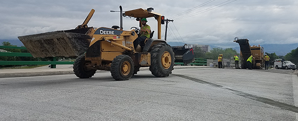 Crews wrap up the repavement of the Emerald St. overpass along I-184