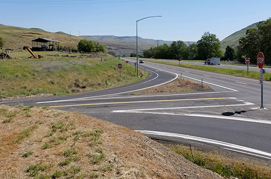 Picture showing the existing spacing of the westbound right-turn lane into the east entrance of Aht'Wy Plaza on US-12 in Lewiston.